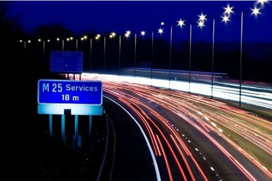 M25 services sign